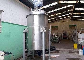 Reator químico industrial